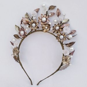 Diadema en dorado y perlas