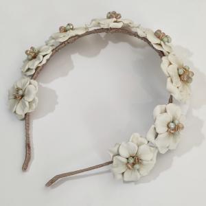 Diadema flores blancas porcelana entera