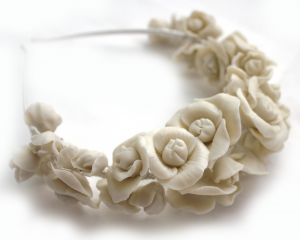Diadema flores beige