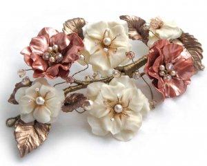 Tocado de Flores beige y oro rosa